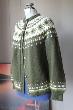 1940s Norwegian Cardigan Sweater / Moth Proof Hand Knit Wool Sweater / Green Fair Isle Sweater Girls Sweaters, Vintage Sweaters, Wool Sweaters, Fair Isle Knitting, Hand Knitting, Norwegian Knitting, Nordic Sweater, Icelandic Sweaters, Fair Isle Pattern