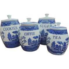 This is a beautiful vintage canister set in the Blue Willow pattern. Canisters are early and were imported through Creative Imports from Japan. Blue Willow Decor, Blue Willow China, Blue And White China, Blue China, Blue Dishes, White Dishes, Blue And White Dinnerware, Vintage Canister Sets, Willow Pattern