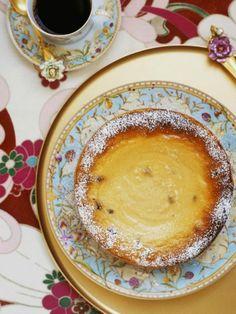 Die Kaffeetafel ist gedeckt und wir freuen uns über fruchtigen Maracuja-Cheesecake. | Zeit: 1 Std. 15 Min. | http://eatsmarter.de/rezepte/maracuja-kaesekuchen