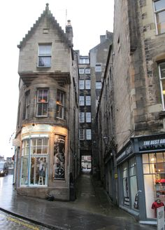 Cockburn Street, Old Town, Edinburgh. Katie Cupcakes shop is a Edinburgh Must!...alas does not sell cupcakes.