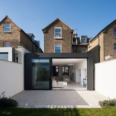 House in Homefield Road by Alex Findlater « HomeAdore House Extension Design, Extension Designs, House Design, Extension Ideas, Loft Design, Style At Home, Orangerie Extension, Renovation Facade, Rendered Houses