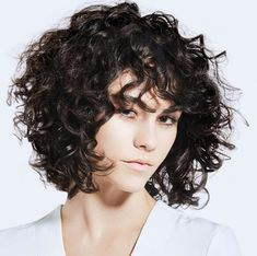 Tagli capelli 2020 💇🏻♀️ le idee di tendenza per un hairstyle fresco e glam🌟 Curls, Curly Hair Styles, Hair Makeup, Hair Beauty, Hairstyle, My Style, Haircuts, Hair, Bowl Cut