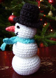 Free Amigurumi Pattern for a Snowman Toy Copyright A.B. McKenna 2009 I designed this pattern as a toy, but he would make a sweet Christmas tree decoration by simply adding a loop (see Christmas tree baubles pattern for instructions on...