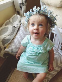 Baby girls + flower crowns = most adorable thing EVER. DIY flower crowns  ||  Forever Fireflying