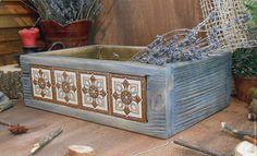 Старый деревянный короб из сосны со вставкой из керамических плиток. `LedaksDecor` - для уютного дома!