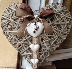 'Piece of my Heart' Brustumfang cm Gessando: MY HEART. -Ebook Sommerkleid 'Piece of my Heart' Brustumfang cm Gessando: MY HEART. - Weidenherz+~+Collection+White+&+Grey+~++von+Euli+&+Co+auf+ Burlap Bows. Valentine Day Crafts, Valentine Decorations, Christmas Decorations, Christmas Wreaths, Christmas Crafts, Christmas Ornaments, Burlap Christmas, Christmas Tree, Valentinstag Party