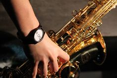La musica è forse il mezzo più efficace per impossessarsi del tempo. #èora #sisuona