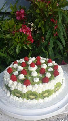 Kiwi Raspberry Torte! Sponge cake with a greek yoghurt filling!