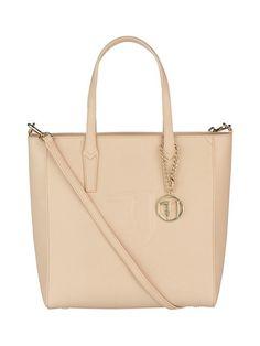 Trussadi Jeans Ischia Shopper -laukkuun mahtuvat ostokset tyylillä. Tilaa omasi stockmann.com-verkkokaupasta.