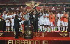 Por Isabel Cutileiro/SL Benfica - Tricolor bate o Benfica e conquista a Eusébio Cup: Com gols de Aloísio e Rafael Toloi, ambos no segundo tempo, São Paulo venceu por 2 a 0 http://saopaulofc.net/noticias/noticias/futebol/2013/8/3/tricolor-bate-o-benfica-e-conquista-a-eusebio-cup/