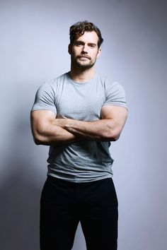 Ideas Hair Men Curly Henry Cavill For 2019 Superman Henry Cavill, Henry Cavill Muscle, Henry Cavill Beard, Mens Health Uk, Henry Caville, Fotografia Tutorial, Henry Williams, Poses References, Handsome Actors