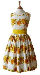 Love this bright yellow dress of the Vintage Outfits, Vintage Gowns, Vintage Fashion, Vintage Clothing, 1950s Style, Princess Jasmine Dress, Day Dresses, Summer Dresses, 1950s Fashion Dresses