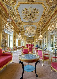 The hôtel de la Marine (also known as the hôtel du Garde-Meuble) is a grand townhouse (hotel particulier) on place de la Concorde in Paris built between 1757 and 1774 on what was then known as palace Louis Classic Decor, Classic Interior, Villa, French Empire, Paris Hotels, Kirchen, Beautiful Interiors, Monuments, Interior And Exterior
