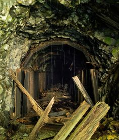 Collapsing-train-tunnel-Iron-Goat-Trail-14204007481-700x828.jpg (700×828)