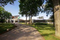 Op het terrein van Papendal voelt u de energie van de Nederlandse toptalenten. Papendal vormt namelijk de thuisbasis van het Nederlands Olympisch team. In het hart van de Nederlandse topsport is Hotel Papendal gelegen. Met een ruim aanbod aan moderne zalen vormt het een uitstekend decor voor congressen, trainingen, vergaderingen, conferenties en alle andere zakelijke bijeenkomsten.