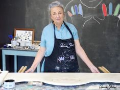 Annie Sloan Chalk Paint tips and tricks - How to create an aged look using Dark Chalk Paint Wax Diy Chalk Paint Recipe, Chalk Paint Wax, Homemade Chalk Paint, Using Chalk Paint, Chalk Paint Colors, Chalk Paint Projects, White Chalk Paint, Chalk Paint Furniture, Chalky Paint