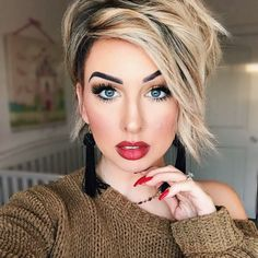 We have brought Pixie Bob Haircuts for Neat Look that are so trendy nowadays. Pixie bobs are perfect for those who want an interesting way Trending Hairstyles, Pixie Hairstyles, Short Hair Cuts, Short Hair Styles, Pixie Bob Haircut, Edgy Bob Haircuts, Haircut Short, Bobs For Thin Hair, Great Hair