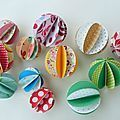 Tiny paper balls for garlands, packages etc.Site is in French, but has a wordless video tutorial. Origami And Quilling, Origami Paper, Diy Paper, Paper Crafts, Diy And Crafts, Crafts For Kids, Arts And Crafts, Paper Balls, Diy Presents