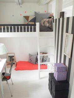 traumhaftes Hochbett mit Treppe in Weiß