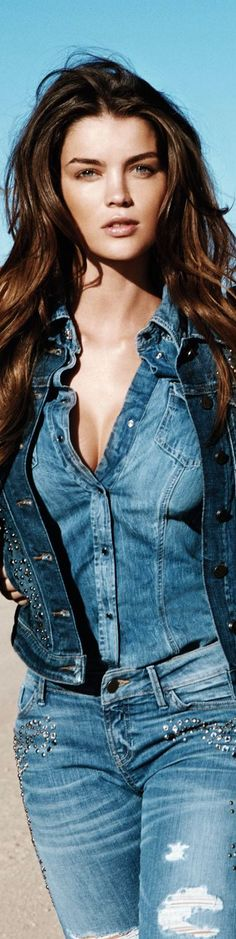 thanks we love our triple denim too: jeans tick, shirt tick, hair ties tick Jeans Bleu, Mode Jeans, Women's Jeans, Beauty And Fashion, Love Fashion, Womens Fashion, Fashion Photo, Style Fashion, Estilo Jeans