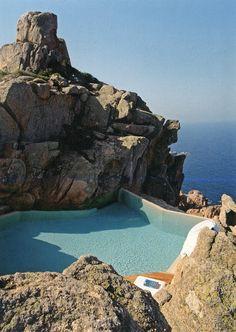 Paradise Backyard: Alberto Ponis