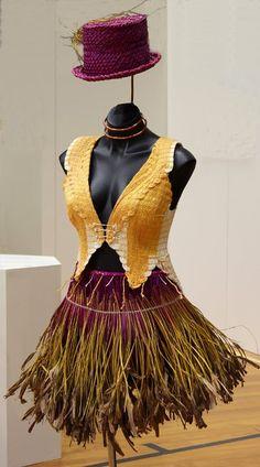 Wearable<br> First: Circus of the Sun<br> Brenda Capper-Starr Flax Weaving, Weaving Art, Fashion Wear, Love Fashion, Fashion Outfits, Maori Designs, Maori Art, Island Girl, Wearable Art