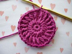 Háčkovaná bekovka se šiltem. :: . Crochet Batwing Tops
