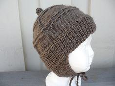 "Hjemmelaget: Lue til en liten ""prins"" på 10 måneder. Knit Crochet, Crochet Hats, Baby Mittens, Knitting Projects, Kids And Parenting, Ravelry, Knitted Hats, Winter Hats, Teddy Bear"