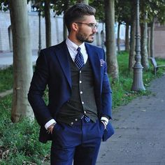 Did you have to use the heated car seats this morning we did. It's the perfect time of year to get out the knitted waistcoat to compliment your suit Follow us for daily styling tips and keep an eye out for our collection coming very very soon.  _________________________________  Photo: @justusf_hansen #alexandercaineuk #fashion #mensfashion #menswear #fashionblog #fashiongram #fashionstyle #men #gent #luxury #luxurylifestyle #italianstyle #ootd #ootdmen #outfit #menslook #mensoutfit…