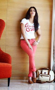 Shruti Haasan Age, Bio, Affairs, Movies & Family - Famous World Stars Bollywood Cinema, Bollywood Photos, Bollywood Stars, Bollywood Fashion, Indian Celebrities, Bollywood Celebrities, Beautiful Bollywood Actress, Beautiful Actresses, Shruti Hasan
