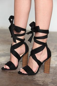 BLACK STRAPPY CHUNK WOODEN HEELS