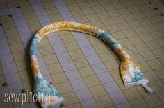 Tutorial for Corded Fabric Handles - great for putting on a bunch of the free purse patterns floating around.