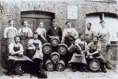 men with beer old photo - Поиск в Google Beer Pictures, Beer Pics, Beer History, William Hogarth, West London, Antiques, Gallery, Fun, Vintage Ads