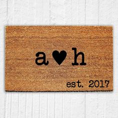 34 trendy wedding gifts for newlyweds initials Wedding Gifts For Newlyweds, Newlywed Gifts, Wedding Initials, Monogram Initials, Decoration Entree, Personalized Door Mats, Welcome Mats, Diy Wedding Decorations, Mold And Mildew