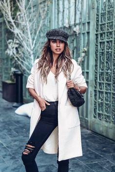 True classic :: white coat (vivaluxury) inšpirácia осенняя о White Coat Outfit, White Outfits, Winter Fashion Outfits, Fall Outfits, Autumn Fashion, Outfits With Hats, Trendy Outfits, Mantel Outfit, Viva Luxury