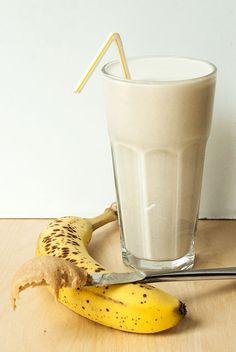 Bananen-Erdnussbutter-Smoothie for chocolate chips for chocolate chips and peanut butter for chocolate chips cookies Peanut Butter Smoothie, Peanut Butter Banana, Smoothie Bowl, Smoothie Recipes, Matcha, Cupcakes, Keto, Paleo, Banana Recipes