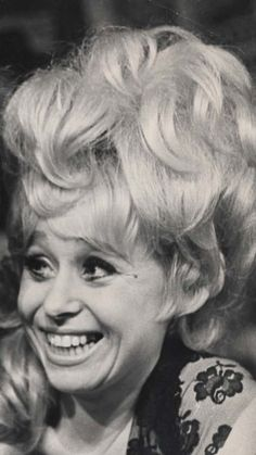 Dame Barbara Windsor (b. 10 Carry On films from Barbara Windsor, Barbara Ann, British Comedy, Marilyn Monroe Photos, British Actresses, Film Movie, Carry On, Nostalgia, Tv Shows