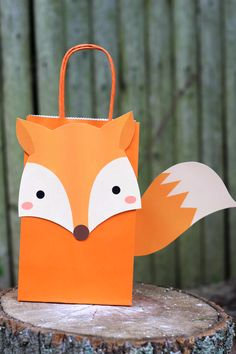 Fox Favor Bag DIY Fox Party Theme Favor Bags The post Fox Favor Bag & Kid& Birthdays appeared first on Forest party theme . Party Animals, Animal Party, Fox Birthday, Boy Birthday Parties, Birthday Ideas, Diy Party Bags, Party Favor Bags, Baby Party Favors, Goody Bags
