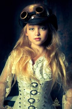 Welcome to the World of Steampunk Imagine a high-tech world where the machines were powered by steam and clockwork mechanisms replaced electronics. Steampunk Kids, Mode Steampunk, Steampunk Couture, Steampunk Cosplay, Victorian Steampunk, Steampunk Clothing, Steampunk Fashion, Victorian Fashion, Cyberpunk