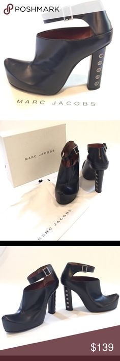 👠Marc Jacobs Black Leather w/Silver Rivet Details 👠Marc Jacobs Black Leather w/Silver Rivet Details👠 Size 9.5👠With platform. Worn only twice. Marc Jacobs Shoes Heels