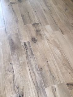 Vloertegels houtlook emil millelegni keramisch parket Hardwood Floors, Flooring, Garage Apartments, Painted Floors, Floor Finishes, Home Improvement, Doors, Interior, Ideas