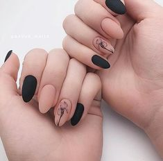 Discover cute and easy nail art designs for all occasions. Find inspiration for Easter, Halloween and Christmas and create your next nail art design. Cute Acrylic Nails, Matte Nails, Black Nails, Fun Nails, Pretty Nails, Minimalist Nails, Black Nail Designs, Cool Nail Designs, Nail Manicure