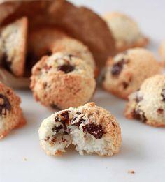 Cocadinhas de amendoas e chocolate. Da para fazer com nozes, castanhas, etc