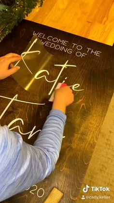 Wedding Crafts, Diy Wedding Decorations, Diy Wedding Projects, Wedding Ideas, Cricut Explore Projects, Cricut Wedding, Cricut Craft Room, Cricut Creations, Diy Signs