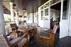 Dutch Colonial in Bali Dutch Colonial Homes, British Colonial Decor, Colonial Kitchen, Country Farmhouse Exterior, Dutch East Indies, Colonial Architecture, Tropical Houses, Indoor Outdoor Living, Inspired Homes
