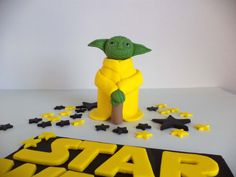 Starwars at allsugarheart on Etsy https://www.etsy.com/listing/250952186/starwars-yoda-fondant-cake-topper