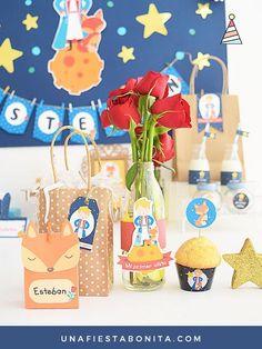 El principito, kit de fiesta imprimible ideal para celebrar primer añito, baby shower, cumpleaños temáticos, bautizos y fiestas especiales. Descarga este archivo en PDF con textos editables listo para imprimir las veces que quieras para tu evento. Con colores azul, ilustraciones del principito, rosas, zorrito, estrellitas Baby Shower Cookies, Baby Shower Fun, Baby Shower Cards, Shower Party, Baby Shower Parties, Baby Shower Themes, Baby Shower Decorations, Shower Ideas, Little Prince Party