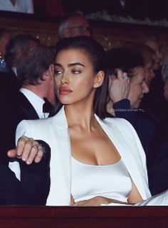 a whole mood Irina Sheyk, Beautiful People, Beautiful Women, Turkish Beauty, Stylish Girl Pic, Girl Inspiration, Vogue Fashion, Elegant Outfit, Celebs