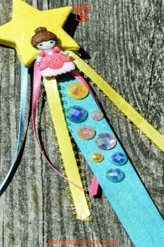Your kids will have fun making this easy reading pointer that doubles as a princess wand. Change up the decorations to match your child's interests. Science Activities For Kids, Preschool Activities, Preschool Learning, Family Activities, Toddler Learning, Toddler Preschool, Fun Learning, Easy Preschool Crafts, Princess Wands