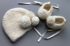Full cashmere and mohair baby set baby booties baby by fallinlo Knitted Booties, Baby Booties, Knitted Hats, Baby Set, Knitting Projects, Knitting Patterns, Baby Born Clothes, Look Girl, Angora
